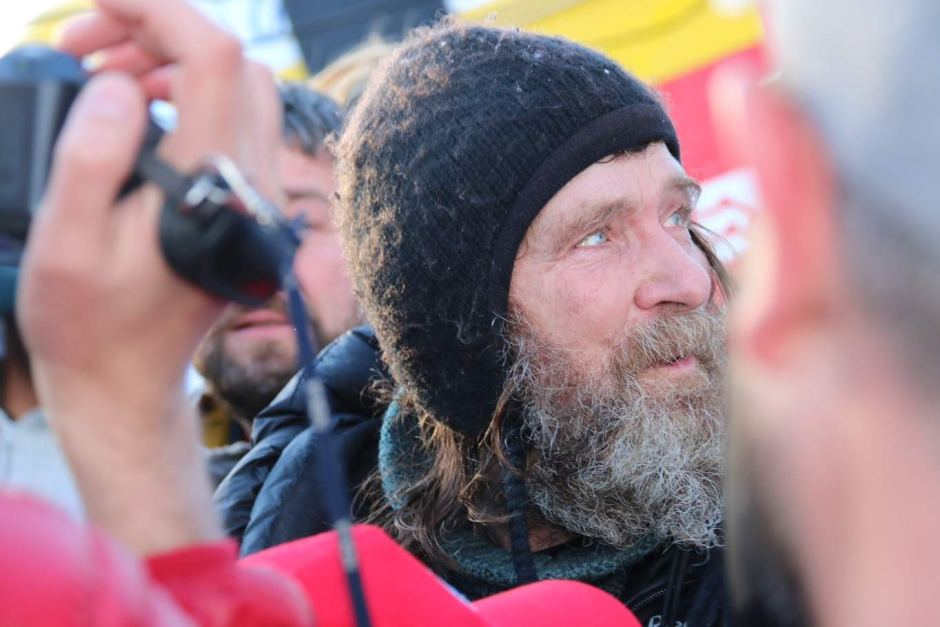 Fedor Konyukhov_stands_amongst_the_crowd_after_landing