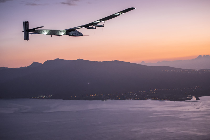 2015 07 03 Solar Impulse 2 RTW 7th Flight Nagoya to Hawaii landing revillard 05828