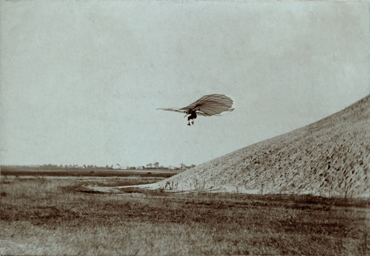 Otto Lilienthal gliding experiment ppmsca.02546